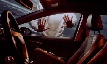В США женщина угнала пикап и несколько раз избежала ареста. Угонщицу задержали, когда она делала заказ в McDonald's