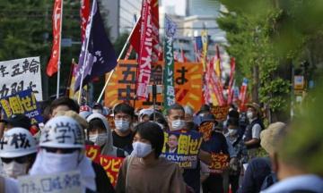 В Токио на фоне открытия Олимпиады прошли массовые протесты. Японцы требуют отменить Игры