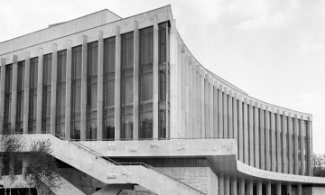 51 год назад в Киеве открыли Дворец «Украина». Его строили втайне от Москвы под видом кинотеатра, а потом главе УССР это припомнили. Вспоминаем, как это было — в архивных фото