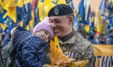 Марш ко Дню защитников и защитниц Украины: десять тысяч человек прошли по Киеву — обязательно посмотрите фото, как это было
