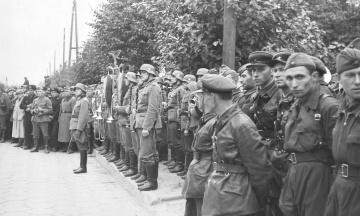 82 года назад СССР и нацистская Германия провели военный парад в Бресте после захвата Польши. Россия называет это «освободительным походом». Как было на самом деле — в 15 фото