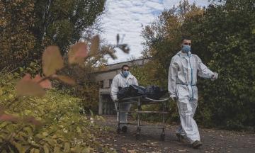 В Україні за добу три нові рекорди: за кількістю нових хворих на ковід, померлих від нього та вакцинованих