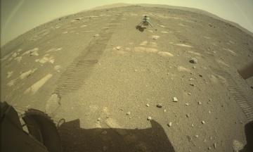 Ровер Perseverance успешно высадил на Марс вертолет Ingenuity. Ему нужно «пережить» ночевку