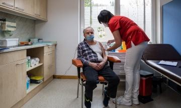 До України прибула перша партія вакцини від коронавірусу CoronaVac
