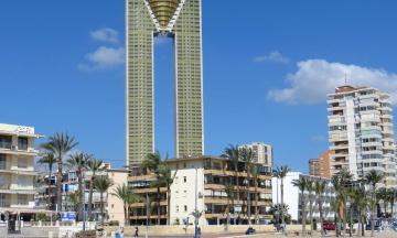 В Испании достроили самый высокий в ЕС многоквартирный дом