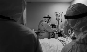 «Сейчас у нас госпитализируют тех, кто закатит больший скандал». Врач ковидного отделения в Одесской области Иван Черненко — о нехватке коек, кислорода и борьбе с пандемией в Украине