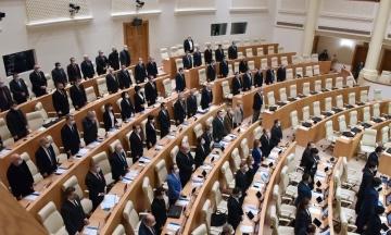 Партія Саакашвілі склала всі депутатські мандати у грузинському парламенті