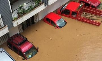 В Турции сильные ливни вызвали наводнение, несколько провинций и городов подтопило