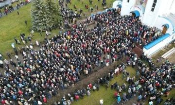 У Мінську тисячі людей прощаються із загиблим Бондаренком. Він помер після затримання та побиття силовиками