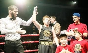 Сыну Кадырова присудили победу на турнире по боксу, когда соперник начал его бить
