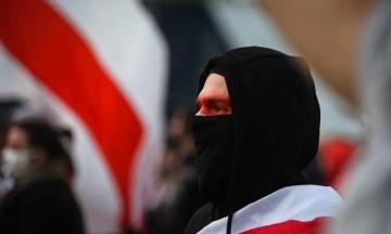 У Білорусі відзначають День волі: протестувальники запускають феєрверки, а силовики затримали понад 200 людей