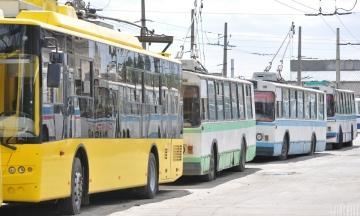 Коммунальные перевозчики Киева просят повысить тарифы на проезд до более 20 гривен. И предупреждают о возможном транспортном коллапсе