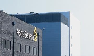 Королева Елизавета наградила разработчиков вакцины AstraZeneca рыцарскими титулами
