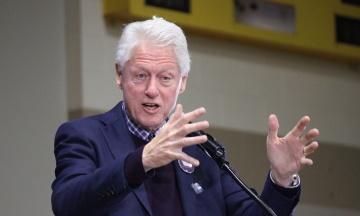 В США сообщили о состоянии здоровья экс-президента Клинтона: стало лучше, но пока будет находиться в больнице