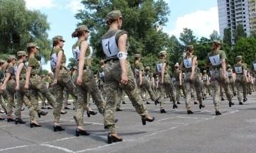 Міністр оборони Таран розповів про нові туфлі для військовослужбовиць: Зі шнурками та нижчими підборами