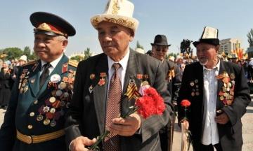 Туркменських ветеранів ДСВ зобов'язали здати гроші на подарунки, які їм вручить президент. І це не вперше