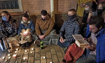 У Києві під судом влаштували публічне читання книги про Стуса. У Харкові ця акція пройшла під офісом ОПзЖ