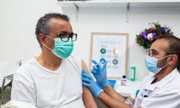 Глава ВОЗ вакцинировался от коронавируса в клинике Женевы