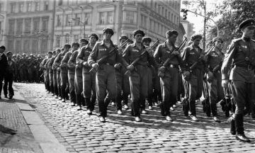 30 років тому розпався блок соцкраїн Варшавського договору на чолі з СРСР. Його війська придушували повстання в Будапешті та Празі, а потім майже всі учасники попросилися до НАТО