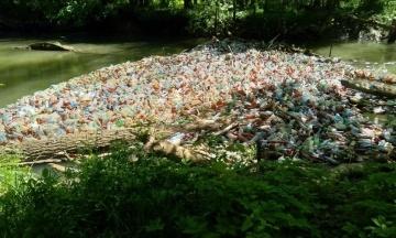 Тонни сміття, яке потрапило до Угорщини річкою Тиса, на 80% є румунськими. Україна створює систему відеонагляду на кордоні