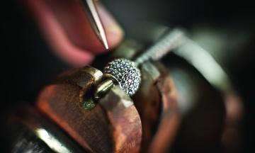 Всемирно известный ювелирный бренд Pandora отказался от натуральных бриллиантов