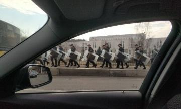 У Мінську на вулиці вивели екіпірованих силовиків та колони спецтехніки. У МВС пояснили це «плановими практичними заняттями»
