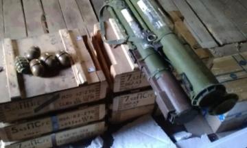 Госбюро заявило о задержании полковника разведки и экс-пограничника за вывоз боеприпасов. В СВР отреагировали