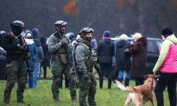 У Білорусі пройшов «Марш проти фашизму». Силовики застосовували шумові гранати і затримали понад 160 осіб