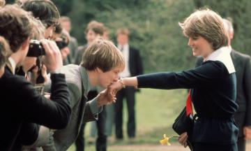 60 лет назад родилась принцесса Диана. Вспоминаем жизнь британской «королевы людских сердец» в 20 ярких архивных фото