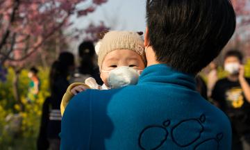 Компартія Китаю дозволила мати трьох дітей, але тепер багато китайців не хочуть навіть одного. Чоловіки обирають вазектомію, а жінки бояться, що їх звільнять через вагітність
