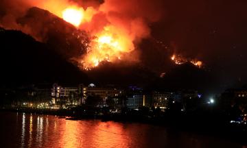 Собираюсь отдохнуть на юге Европы, но вижу новости о масштабных пожарах. Все так плохо? Рассказываем, что происходит в Турции, Греции, Италии, Албании и на Кипре прямо сейчас