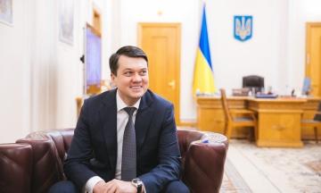 Спікер Ради Разумков задекларував 28 млн гривень готівкою
