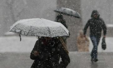 Дощі, посилення вітру, заморозки і сніг: синоптики спрогнозували погоду в останні вихідні квітня