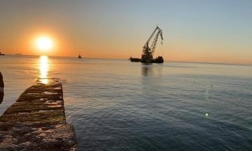 Танкер Delfi прибрали з пляжу Одеси