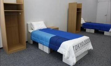 «На них можно заниматься сексом». Ирландский гимнаст развеял миф, что картонные кровати для олимпийцев слишком хрупкие