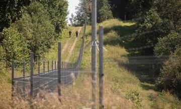 Естонія подарує Литві 100 км колючого дроту, аби та добудувала стіну на кордоні з Білоруссю