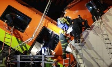 В Мексике рухнул метромост с вагонами поезда, есть погибшие