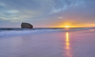 Археологи знайшли на пляжі в Іспанії сліди, яким 100 тисяч років. Їх залишила дитина, яка йшла до океану