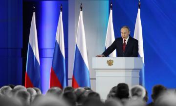 Владимир Путин обратился к Федеральному собранию России. Он говорил о социальных выплатах — и совсем немного о США и Украине. Главные заявления