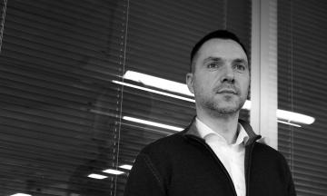 Радник ОП Арестович заявив, що не можна збільшувати кількість політв'язнів: «Досить з нас Ріфа та Стерненка»