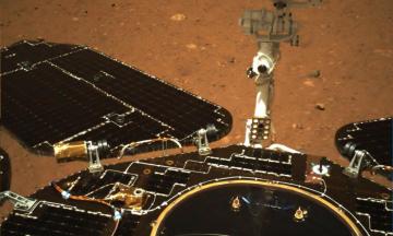 Китайський марсохід надіслав перші фото з Марсу