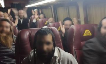 На кордоні затримали 11 хасидів-паломників, які намагалися без документів повернутися додому. У відповідь вони співали і танцювали