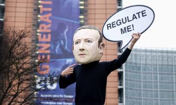 Facebook каже, що правила компанії однакові для всіх. Але мільйони VIP-користувачів можуть писати що завгодно, постити фейки — і їх ніхто не заблокує. Чому так? Переказуємо розслідування The Wall Street Journal