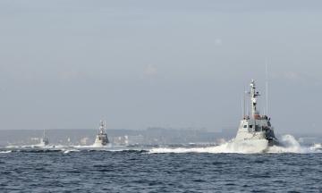 В Азовському морі бойові кораблі Росії провокували українські катери. ВМС підтвердили факт інциденту