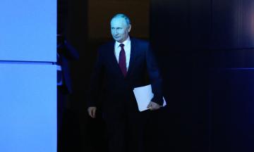 «Проект»: Путін попри заяву про зроблене щеплення проти COVID-19 залишиться в суворій ізоляції
