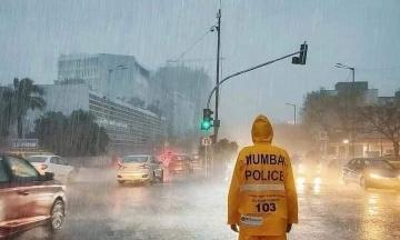 Индию накрыл мощный циклон. Власти эвакуировали 150 тысяч человек, есть жертвы