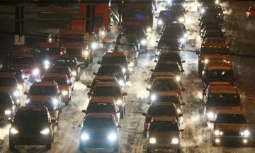 Київ зупинився в заторах через сильний снігопад і ДТП