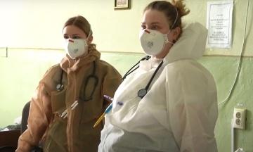 «Імунітет». Медики лікарні в Чернівцях розповіли, чому не поспішають вакцинуватися