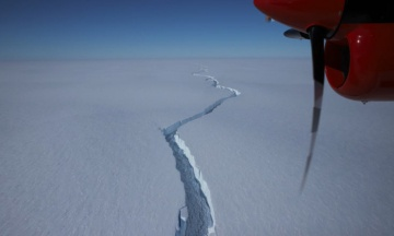 От антарктического ледника откололся огромный айсберг. Он в 20 раз больше Манхэттена