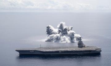 США випробували свій авіаносець за допомогою вибуху. Корабель встояв, а бомба спричинила землетрус